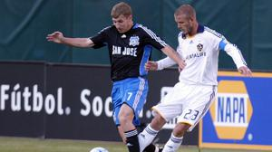 Ronnie O'Brien playing for the San Jose Earthquakes against David Beckham of LA Galaxy
