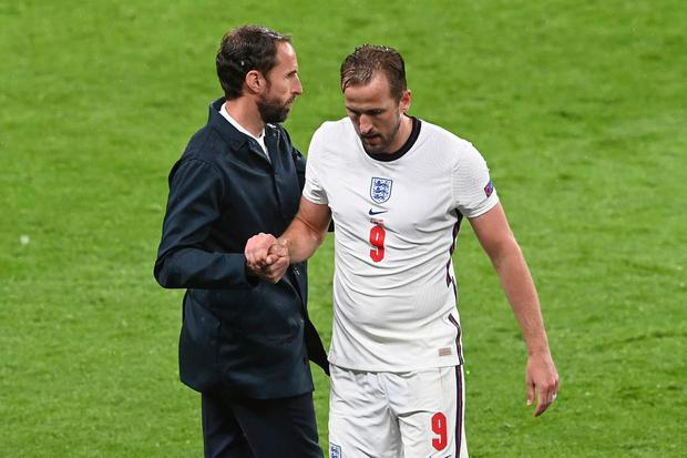 England's Harry Kane, right, shakes hands with his coach Gareth Southgate as he leaves the pitch during the Euro 2020 soccer championship group D match between England and Scotland. Photo: Facundo Arrizabalaga/AP