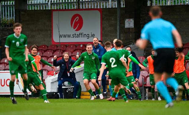 Ireland Under-17s manager Colin O'Brien celebrates with Justin Ferizaj and his team-mates after scoring his side's second goal during the U17 Championship Group 5 qualifying win over Poland at Turner's Cross in Cork. Photo by Eóin Noonan/Sportsfile