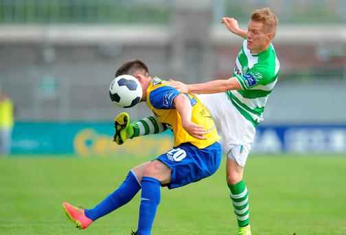 Donal McDermott, Dundalk FC, in action against Simon Madden, Shamrock Rovers