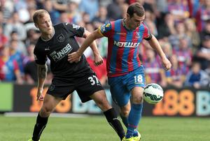 Crystal Palace's James McArthur and Burnley's Scott Arfield battle for the ball