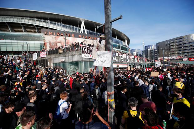 Arsenal fans protest against owner Stan Kroenke after the failed launch of a European Super League. Photo: Reuters