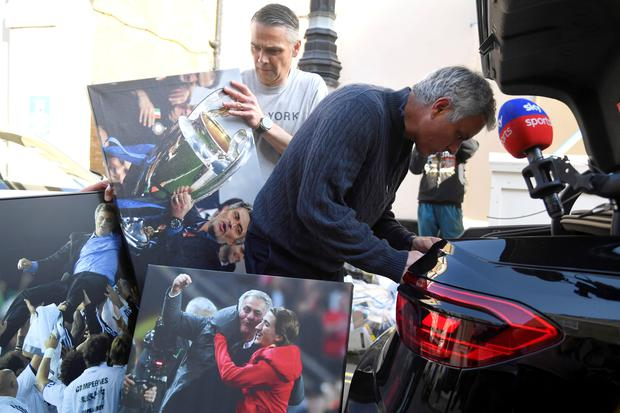Jose Mourinho arrives at his home in London yesterday with a boot-full of his office belongings. Photo by Reuters/Toby Melville