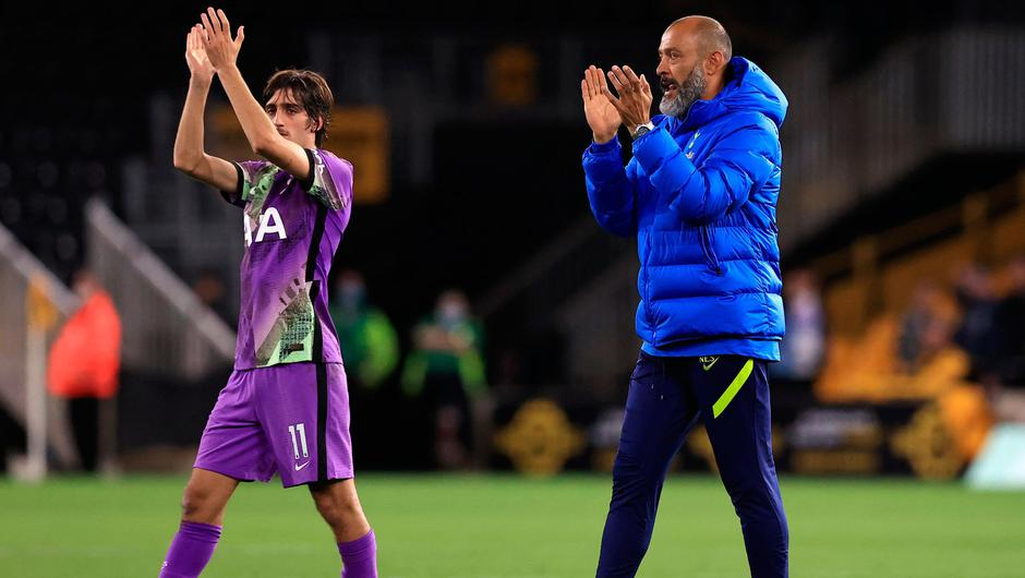 Nuno Espirito Santo (R), Manager of Tottenham Hotspur and Bryan Gil of Tottenham Hotspur applaud the fans following victory in the Carabao Cup Third Round match between Wolverhampton Wanderers and Tottenham Hotspur at Molineux on September 22, 2021 in Wolverhampton, England. (Photo by David Rogers/Getty Images)
