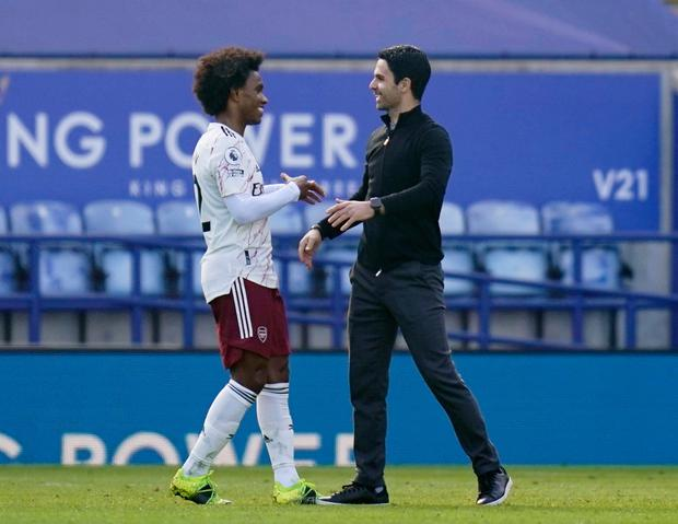 Arsenal manager Mikel Arteta celebrates with Willian after yesterday's victory against Leicester City. Photo: Reuters/Tim Keeton