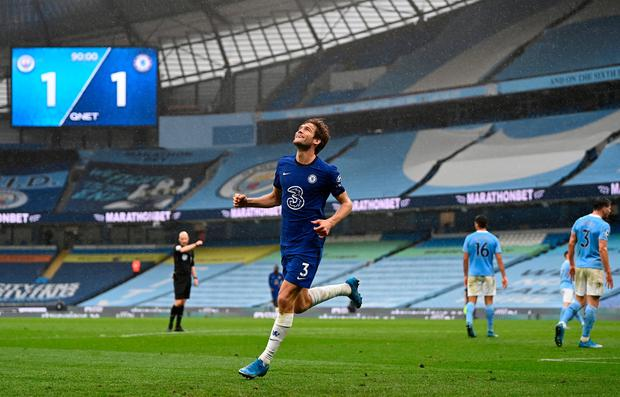 marcus alonso celebrates scoring his late winner against Man City on Saturday