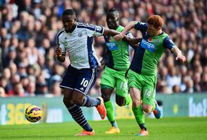 Victor Anichebe of West Bromwich Albion takes on Massadio Haidara and Jack Colback of Newcastle United