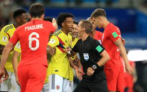 Colombia's Juan Cuadrado (left) questions a decision with referee Mark Geiger. (Adam Davy/PA)