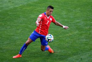 Liverpool would want Chile's Alexis Sanchez included in any deal for Suarez