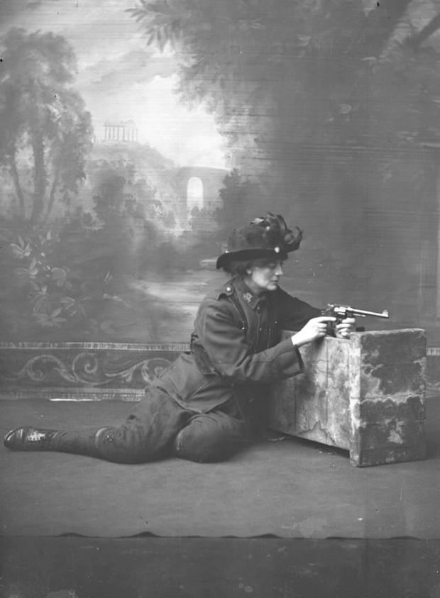 Constance Markievicz in uniform with a gun, c.1915