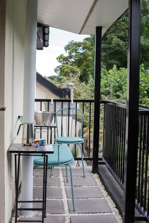 The house has no garden, but upstairs there's a door to a balcony,where Daire and Eimear sit and enjoy the peace and greenery of the Phoenix Park