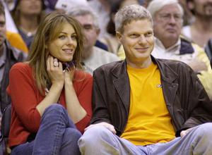 Liz Hurley and Steve Bing at a Lakers game in April 2001. Photo: Jim Ruymen/Reuters