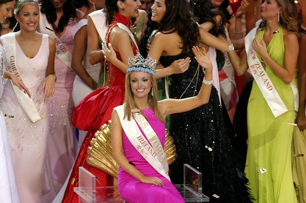 The new Miss World Rosannna Davison from Ireland waves to the crowd after winning the Miss World 2003 title December 6 2003 in Hainan, China. The live show was watched by a worldwide TV audience and for the first time allowed the public to vote for their favorite contestant using the internet. (Photo by Getty Images)