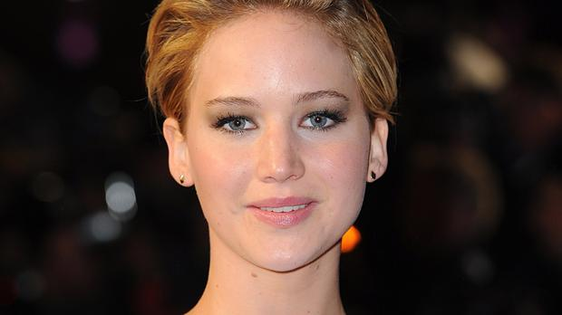 Jennifer Lawrence keeps her distance from boyfriend Nicholas Hoult while they are working