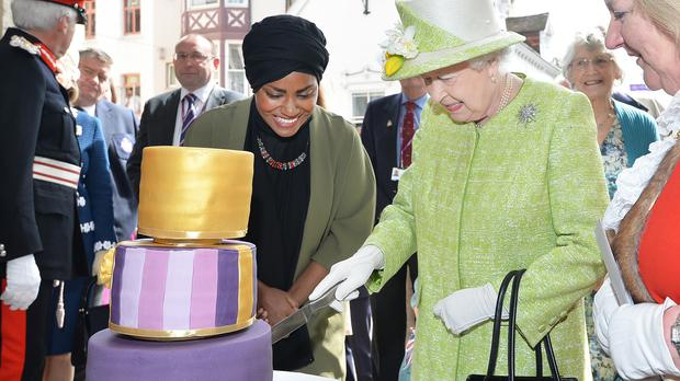 Nadiya Hussain with the Queen and her 90th birthday cake
