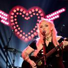 Elle King will perform her latest single on the red carpet at the Baftas
