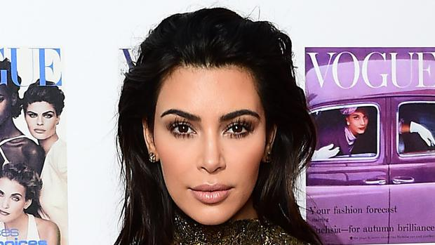 Kim Kardashian has dropped her lawsuit against a celebrity website after it apologised for claiming she faked the dramatic Paris robbery