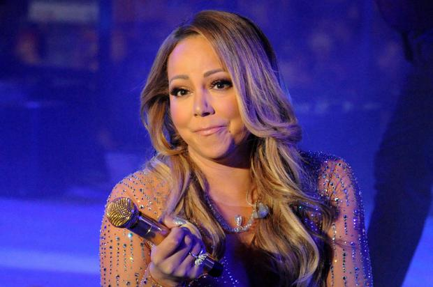 Mariah Carey pauses due to technical issues during her concert in New York's Times Square. Photo: Reuters