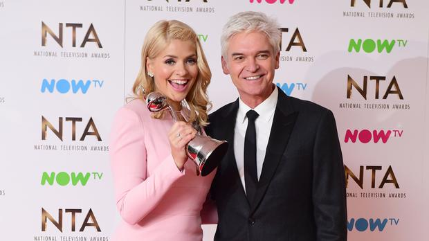 Holly Willoughby and Phillip Schofield with the award for Live Magazine Show