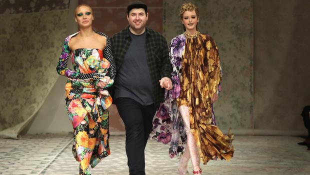 Right in fashion: Richard Quinn arm in arm with two models closing the Autumn '18 show