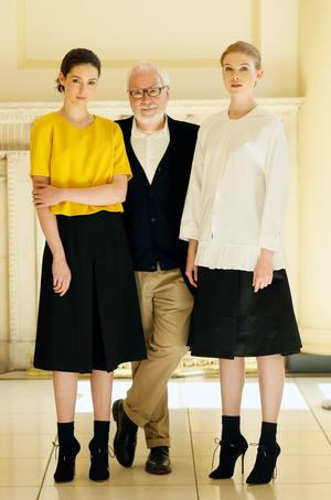 Peter O'Brien with models Louise and Eve at the Arnotts launch. Photo: Kieran Harnett