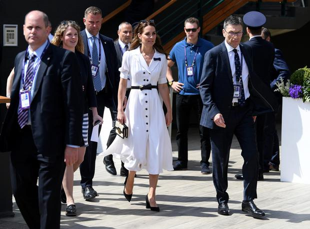 Kate Middleton's Suzannah style is gorgeously refreshing, topped off with high-contrast accessories and a straw bag, one of summer's recurring hits. Photo: Getty Images