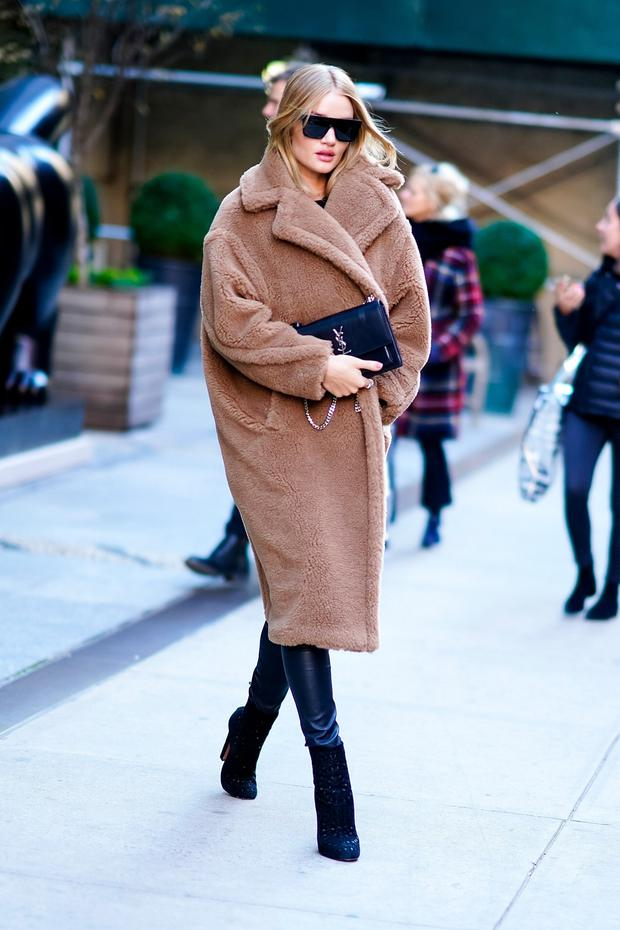 622ee425d937 Rosie Huntington-Whiteley is a fan of the tan version