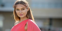 15 March 2017; Model Roz Purcell prior to the Cheltenham Racing Festival at Prestbury Park in Cheltenham, England. Photo by Seb Daly/Sportsfile