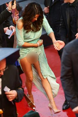 Eva Longoria pulled her dress up a tad too high on the soggy red carpet