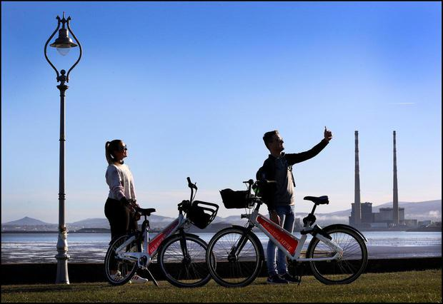 Dafne Schilling Bernardes and Adriano Buchling from Clontarf take a selfie along the coast at Dollymount during sunny weather in Dublin. Photo: Steve Humphreys.