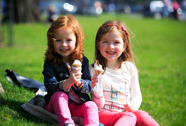 Sisters Evie McArdle (3) and Mia McArdle (5) from Monaghan enjoying the good weather at the Phoenix Park, Dublin. Photo: Gareth Chaney Collins