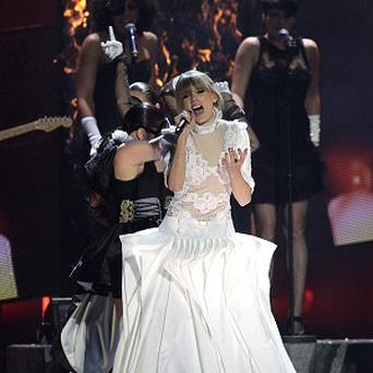 Taylor Swift performs during the 2013 Brit Awards at the O2 Arena, London. PRESS ASSOCIATION Photo. Picture date: Wednesday February 20, 2013. Photo credit should read: Yui Mok/PA Wire