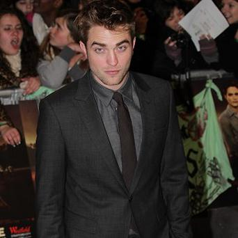 Robert Pattinson is not dating Riley Keough, according to her representative