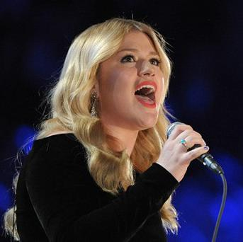 Kelly Clarkson says she thinks she'll have a girl