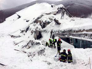 Italian firefighters search for survivors after an avalanche buried a hotel near Farindola, central Italy. Photo: ANSA