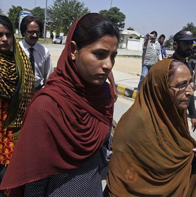 Family members of jailed Indian spy Sarabjit Singh, leave for India at Wagah border near Lahore, Pakistan (AP)