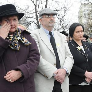Tears as people mark the 70th anniversary of the outbreak of the Warsaw ghetto uprising (AP)