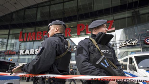 Police guard in front of a shopping mall in Essen. (Bernd Thissen/dpa/AP)