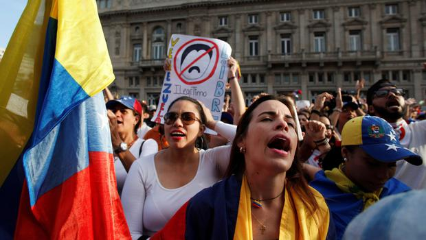 Call for change: People gather in support of Venezuela's opposition leader Juan Guaido in Buenos Aires, Argentina. Photo: Reuters