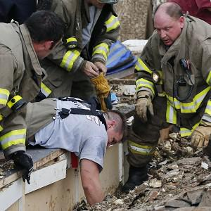 Rescue workers dig through the rubble of the Plaza Tower Elementary School to free trapped students in Moore, Oklahoma (AP/Sue Ogrocki)