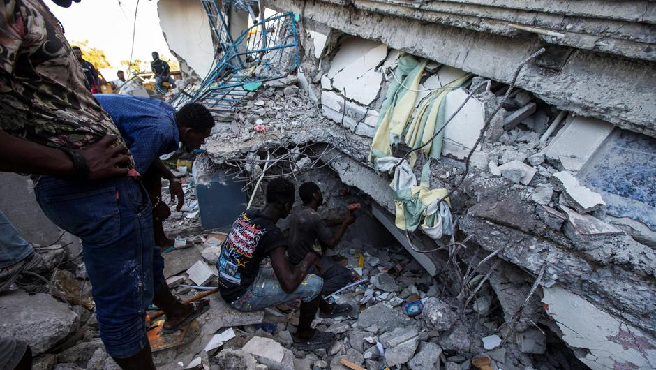 People look for survivors at a house destroyed following a 7.2 magnitude earthquake in Les Cayes, Haiti (Photo: REUTERS/Ralph Tedy Erol)