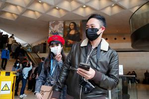Scare: tourists at the Louvre in Paris