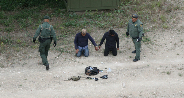 Border patrol agents apprehend people who illegally crossed the border from Mexico into the US near Falfurrias, Texas. Photo: Reuters/Loren Elliott