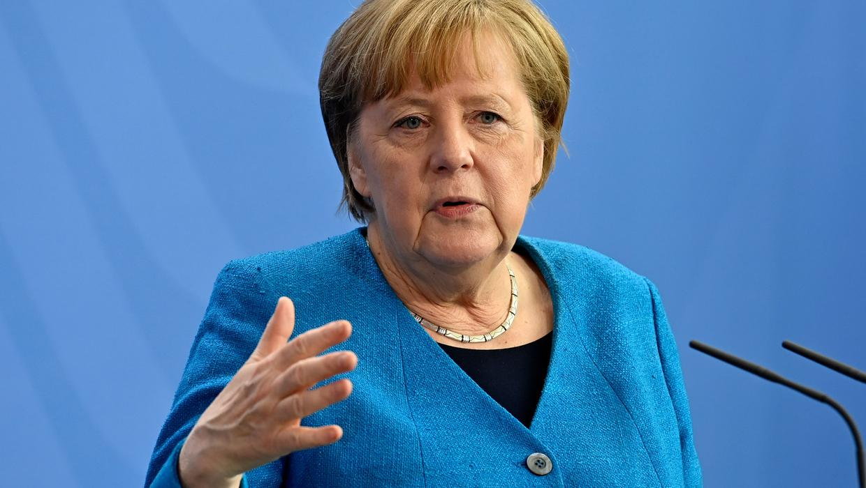 Merkel urges political majority to tackle climate change