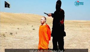 A video purportedly showing U.S. journalist Steven Sotloff kneeling next to a masked Islamic State fighter holding a knife in an unknown location