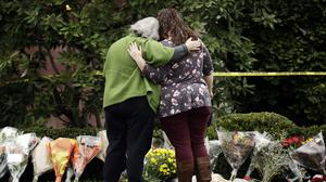 Mourners at a makeshift memorial outside the Tree of Life synagogue (AP)