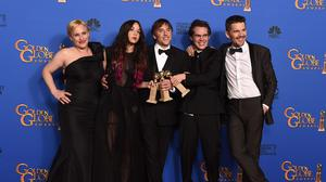Patricia Arquette, Lorelei Linklater, Richard Linklater, Ellar Coltrane and Ethan Hawke pose with the award for best motion picture - drama for Boyhood
