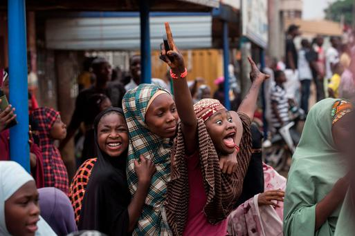 Nigerians celebrate in the city of Kaduna the victory of the main opposition. Photo: Getty Images