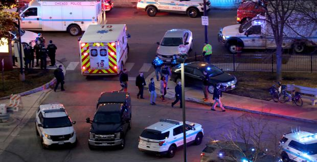 Lockdown: Police at the Mercy Hospital in Chicago after reports of a shooting and multiple fatalities. Photo: Zbigniew Bzdak/Chicago Tribune