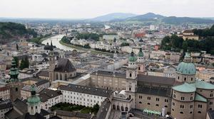 The little girl wandered the streets of Salzburg alone
